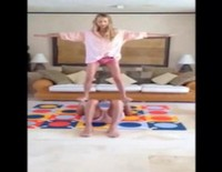 Carles Puyol y Vanesa Lorenzo muestran el 'making of' de sus ejercicios equilibristas
