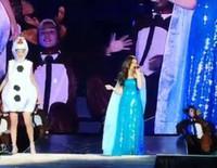 Taylor Swift interpreta 'Let It Go' disfrazada de Olaf junto a Idina Menzel