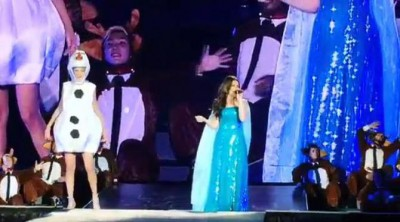Taylor Swift interpreta 'Let It Go' disfrazada de Olaf junto a Idina Menzel