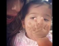 Shaila Gorro Garay lanzando besos para celebrar sus 11 meses de vida