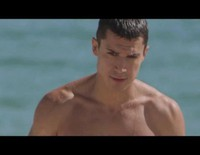 Álex González luce cuerpazo en una playa perdida