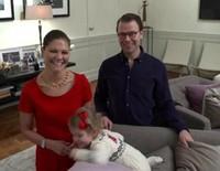 Estela de Suecia decora el árbol y felicita la Navidad 2014 con sus padres