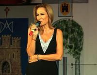 Rosa Benito durante su actuación en Membrilla, Ciudad Real