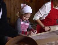 Victoria, Daniel y Estela de Suecia felicitan la Navidad 2015 haciendo pan