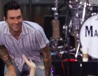 Adam Levine cumple 37 años mientras espera su hijo con Behati Prinsloo